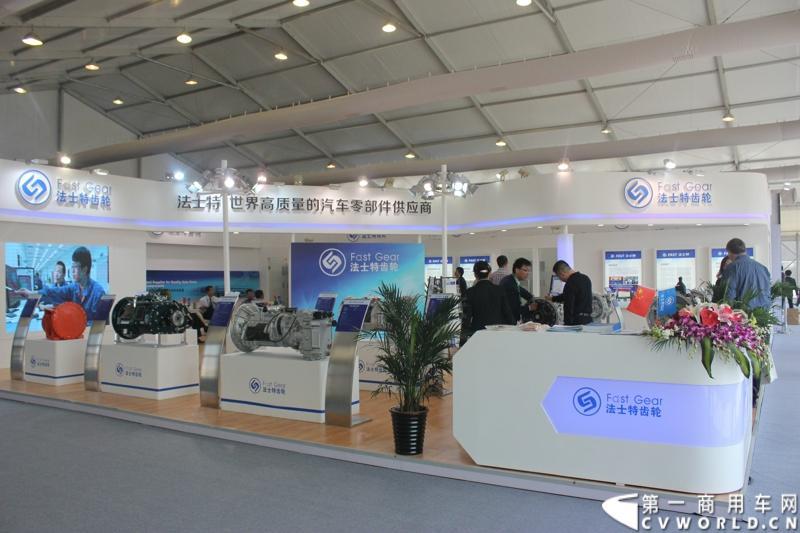法士特携11款新产品登临2014(第十三届)北京国际汽车展览会,向国内外客户全面展示法士特最新科技成果。图为法士特展台。