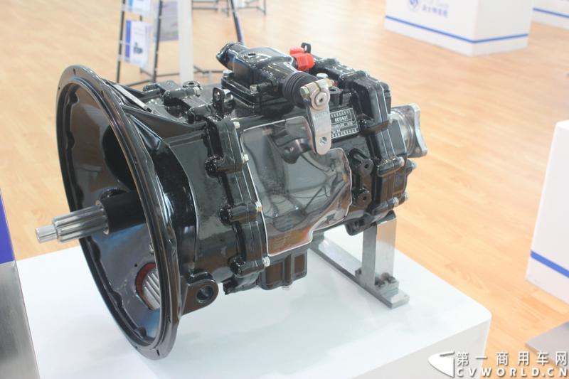 法士特携11款新产品登临2014(第十三届)北京国际汽车展览会,向国内外客户全面展示法士特最新科技成果。图为6DS50T变速器。