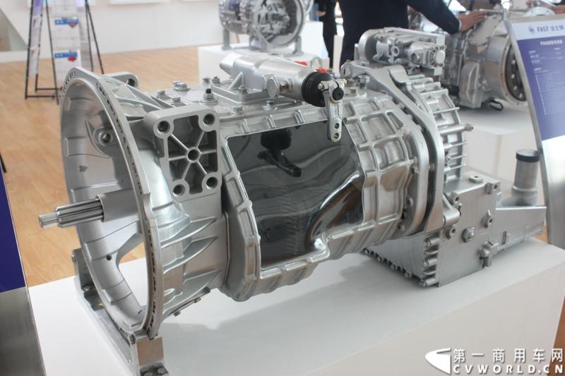法士特携11款新产品登临2014(第十三届)北京国际汽车展览会,向国内外客户全面展示法士特最新科技成果。图为6DSQX180T系列变速器。