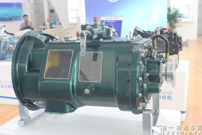 法士特携11款新产品登临2014(第十三届)北京国际汽车展览会,向国内外客户全面展示法士特最新科技成果。图为7DS180系列变速器。