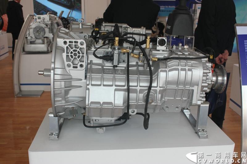 法士特携11款新产品登临2014(第十三届)北京国际汽车展览会,向国内外客户全面展示法士特最新科技成果。图为16JZSD200(A)变速器。
