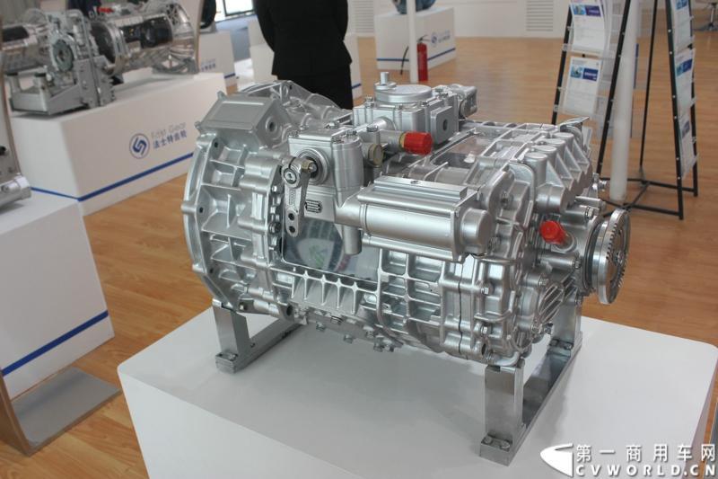 法士特携11款新产品登临2014(第十三届)北京国际汽车展览会,向国内外客户全面展示法士特最新科技成果。图为20JSX200系列变速器。