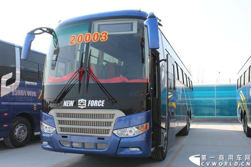 发车庆典暨出口非洲高档大客车交车仪式在山东聊城中通新基地隆重举行