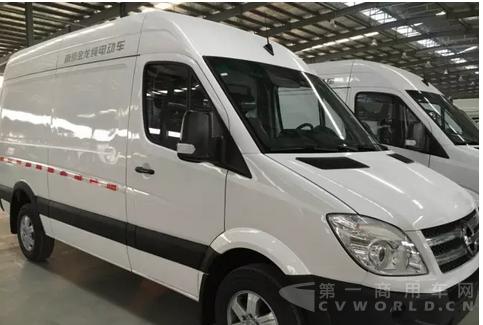 南京金龙春节假期忙生产 交付纯电动物流车大笔订单