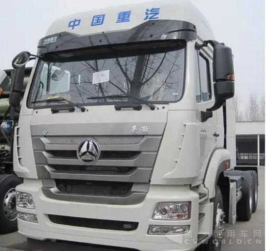 6×4 cng牵引车在重汽济宁商用车公司下线,豪瀚j7g系列产品是重汽销售
