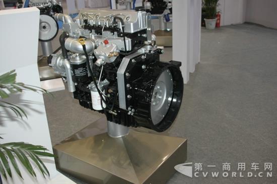 云内动力展出的ynf40电控高压共轨柴油机 (1).jpg