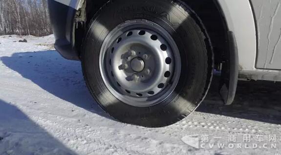 涨姿势!冬季怎么开车更省油.jpg