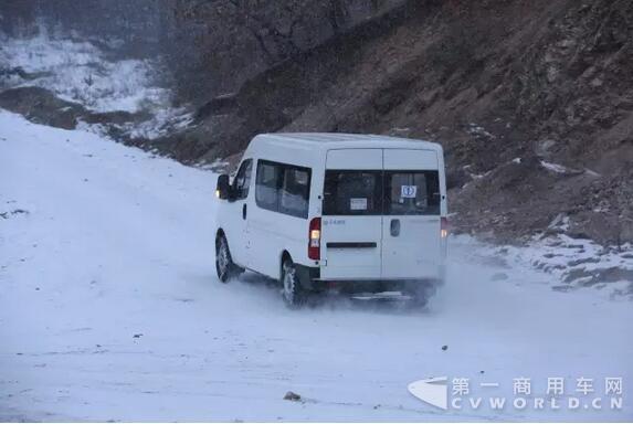 涨姿势!冬季怎么开车更省油3.jpg