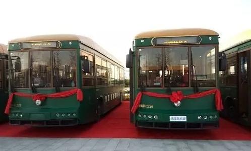 """银隆新能源仿古公交""""铛铛车""""亮相石家庄"""