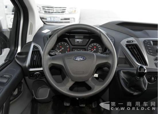 【福特新全顺仪表盘与方向盘同侧读取行驶数据更方便,安全】