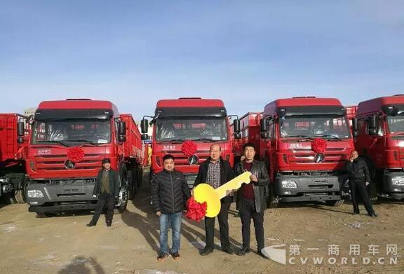 新年新气象,2017年1月10日,今年首批20台北奔重卡ng80b6×4牵引车由北