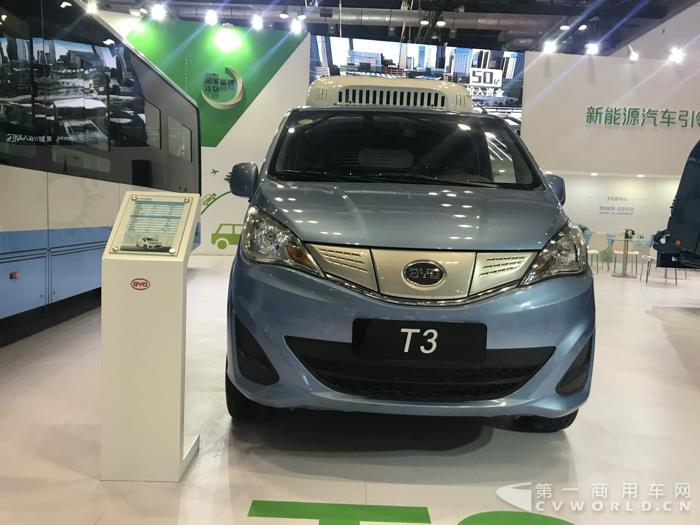 瑞驰纯电动物流车 在近期第一商用车网对纯电动物流车市场的调查中,重庆瑞驰纯电动物流车出现频率相当高,多家物流公司都有采购该品牌的纯电动产品。不仅如此,在各种新能源汽车相关的活动上,瑞驰也是相当活跃。比如,6月瑞驰携纯电动物流车出席2017第三届中国新能源汽车运营商与车企对接采购交流会暨新能源汽车整车企业与零配件企业技术交流论坛;5月22日,瑞驰新能源出席2017全球智慧物流峰会,期间,菜鸟网络宣布将联合瑞驰等新能源车企,打造100万辆搭载菜鸟智慧大脑的新能源物流车。
