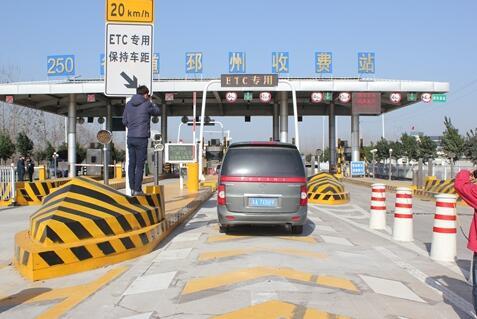 优化公路物流通道布局,推进高等级公路与铁路站场,港口,物流园区的