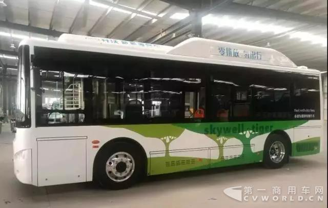 首批开沃氢能城市客车量产车型在武汉发布1.jpg