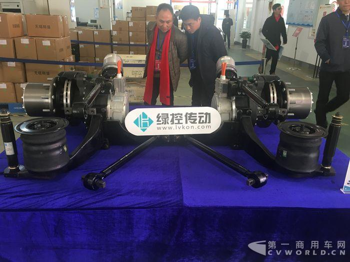 綠控新開發的輪邊電驅動車橋,計劃於今年6月推出.JPG