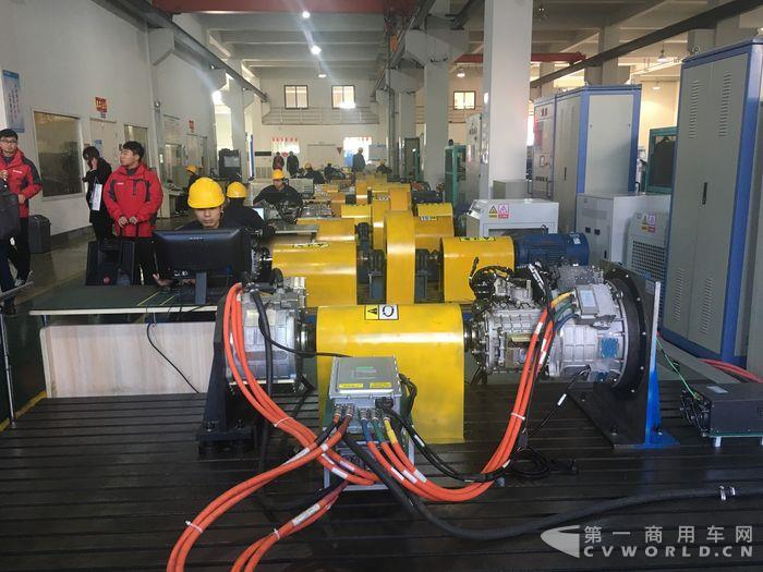 綠控生產線上的各種台架設備.JPG