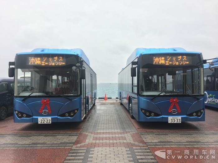 冲绳那霸新港的中国比亚迪K9纯电动大巴.jpg