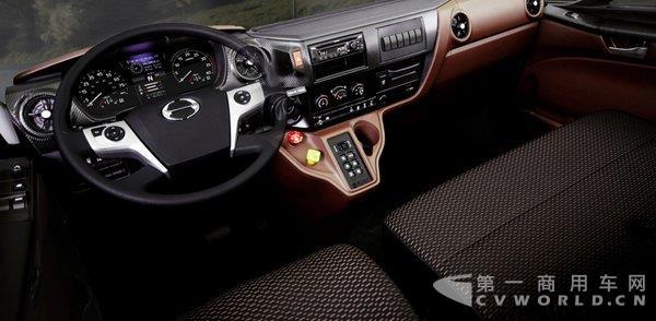 日野新长头车发布 专攻北美重型车市场3.jpg