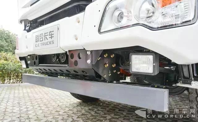 复合工况,主打轻量化!联合卡车8x4搅拌车测评2.jpg
