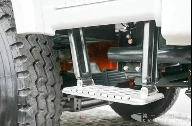 复合工况,主打轻量化!联合卡车8x4搅拌车测评3.jpg
