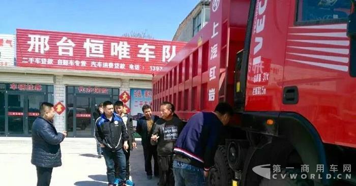 上汽动力点睛红岩金刚8X4自卸车,河北邢台推介会备受青睐1.jpg
