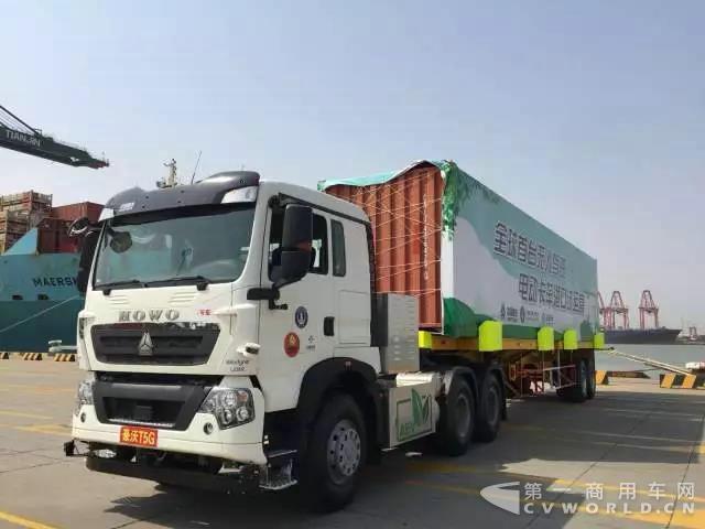全球首台无人驾驶电动卡车开启港口试运营.jpg