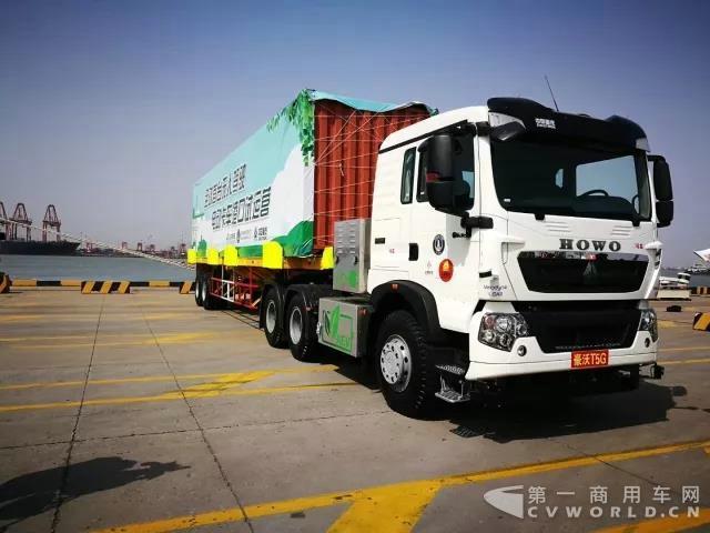 全球首台无人驾驶电动卡车开启港口试运营3.jpg