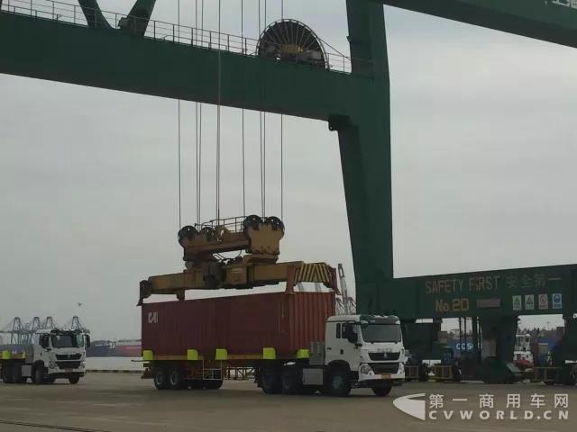 全球首台无人驾驶电动卡车开启港口试运营5.jpg