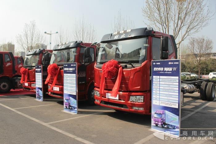 一汽解放2018款J6L 4×2载货车 (3).jpg