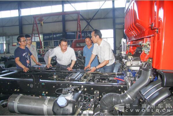 5月17日,东风汽车股份第一辆符合国六排放标准的自卸车在工程车事业部
