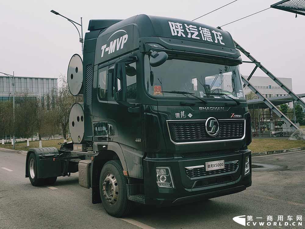 搭载潍柴机的陕汽德龙X5000.jpg