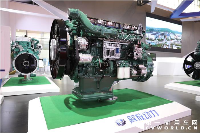 解放动力550马力奥威CA6DM3发动机.png