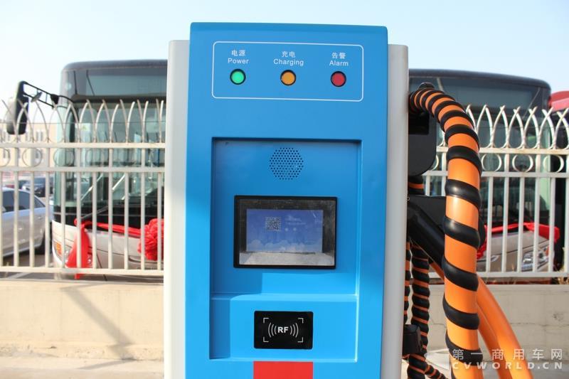 天津市静海区公交站内的充电桩