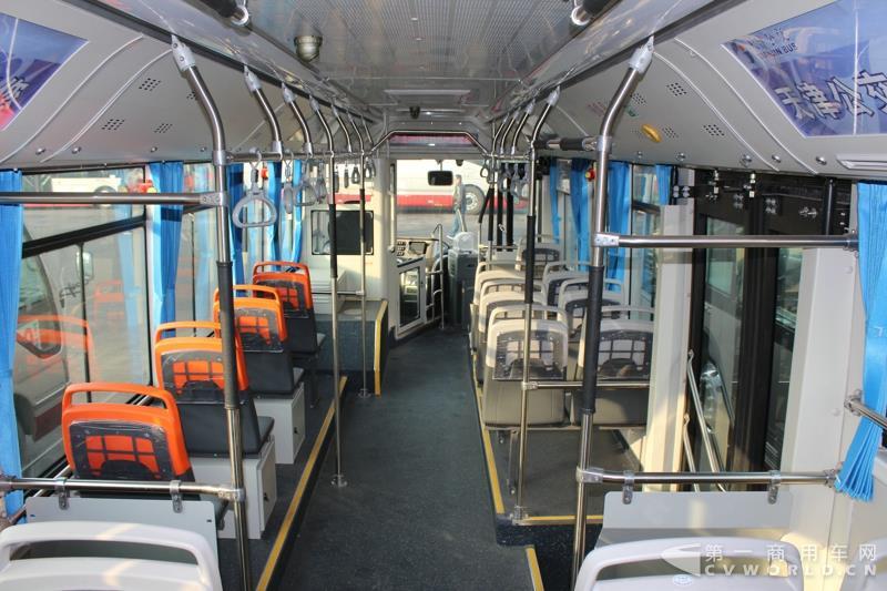 银隆10.5米纯电动公交车