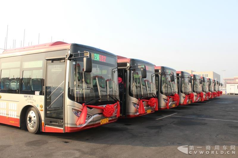 银隆8.5米纯电动公交车