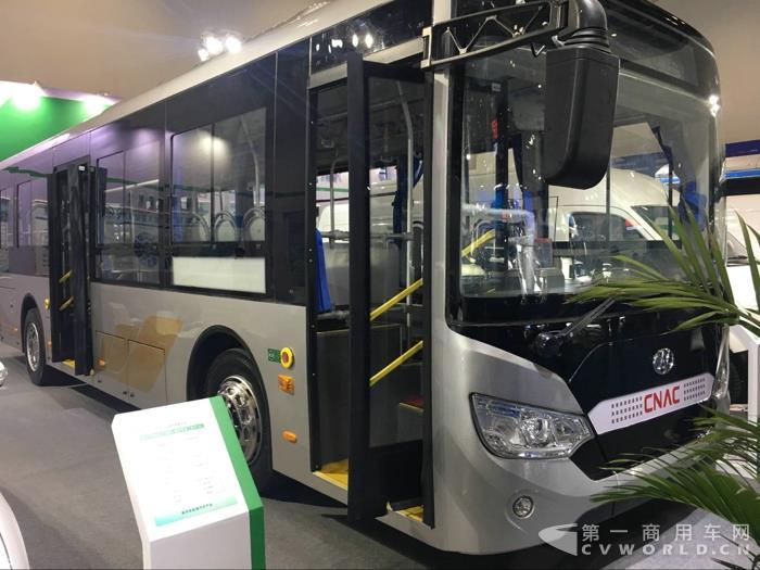襄阳九洲带来的纯电动公交车