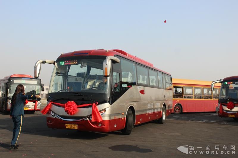 银隆10.7米纯电动旅游客车