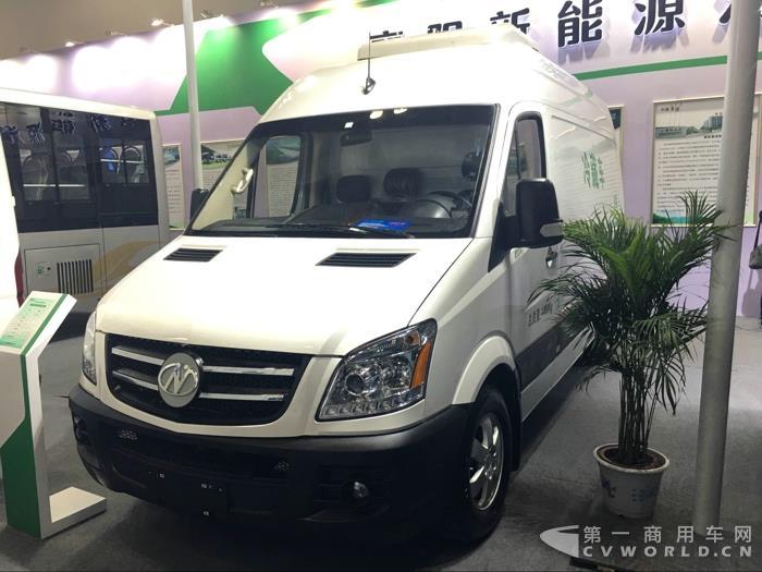 襄阳九洲带来的纯电动冷藏车