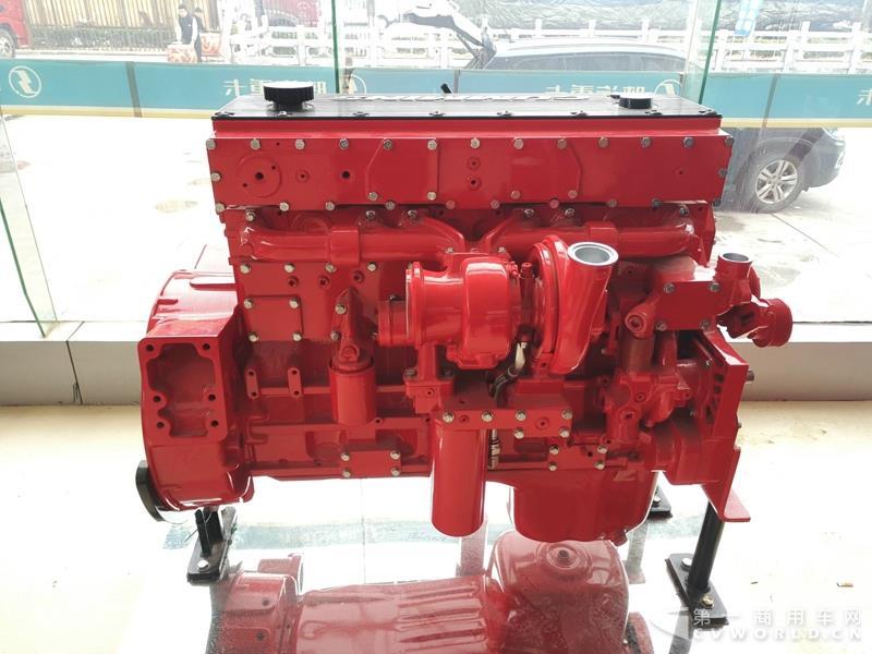 现场展示的西安康明斯11L发动机